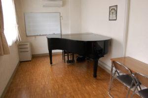 主に使う声楽教室のレッスン室